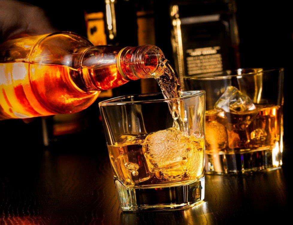 Jaka jest różnica między Burbonem i whisky?