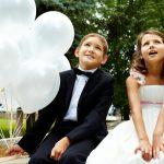 Dzieci naweselu - Takmali goście (iich rodzice) bawią się natwoim ślubie