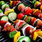 Skorzystaj z gotowych porad i zaskocz swoich gości idealnymi szaszłykami z grilla!