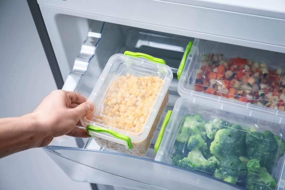 Jak prawidłowo przechowywać produkty w lodówce?