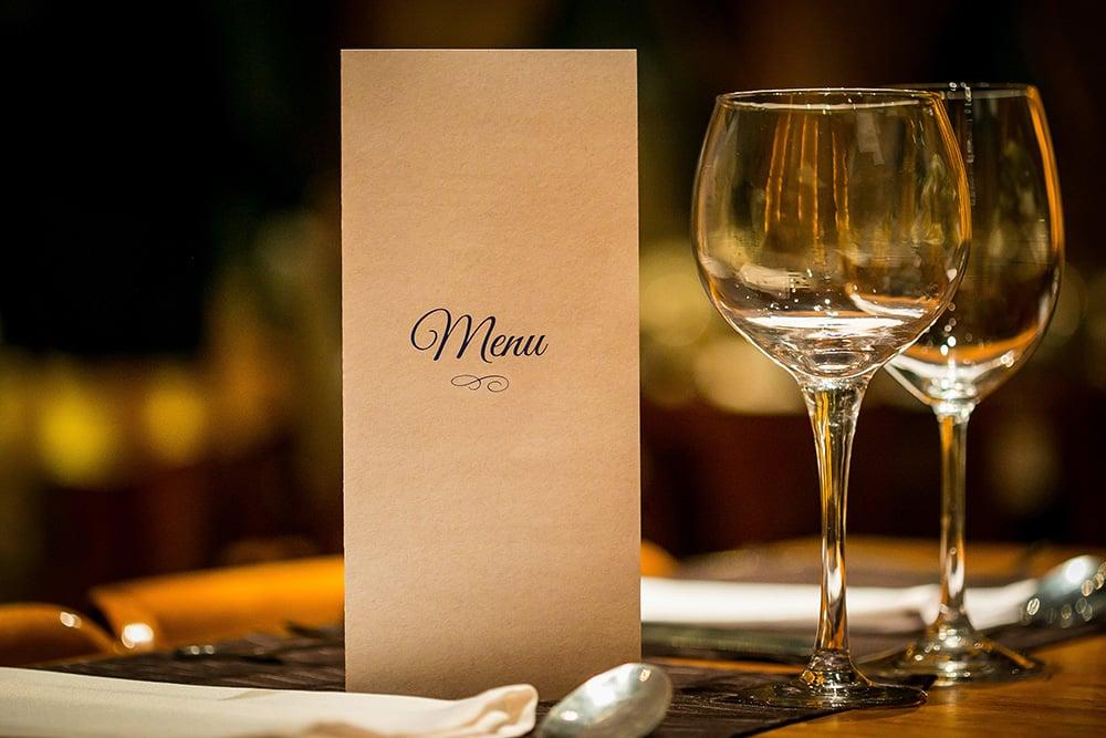 Idealne menu w restauracji – na co zwrócić uwagę tworząc kartę dań