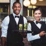 Kamizelki kelnerskie - szyk mody czyobowiązek?