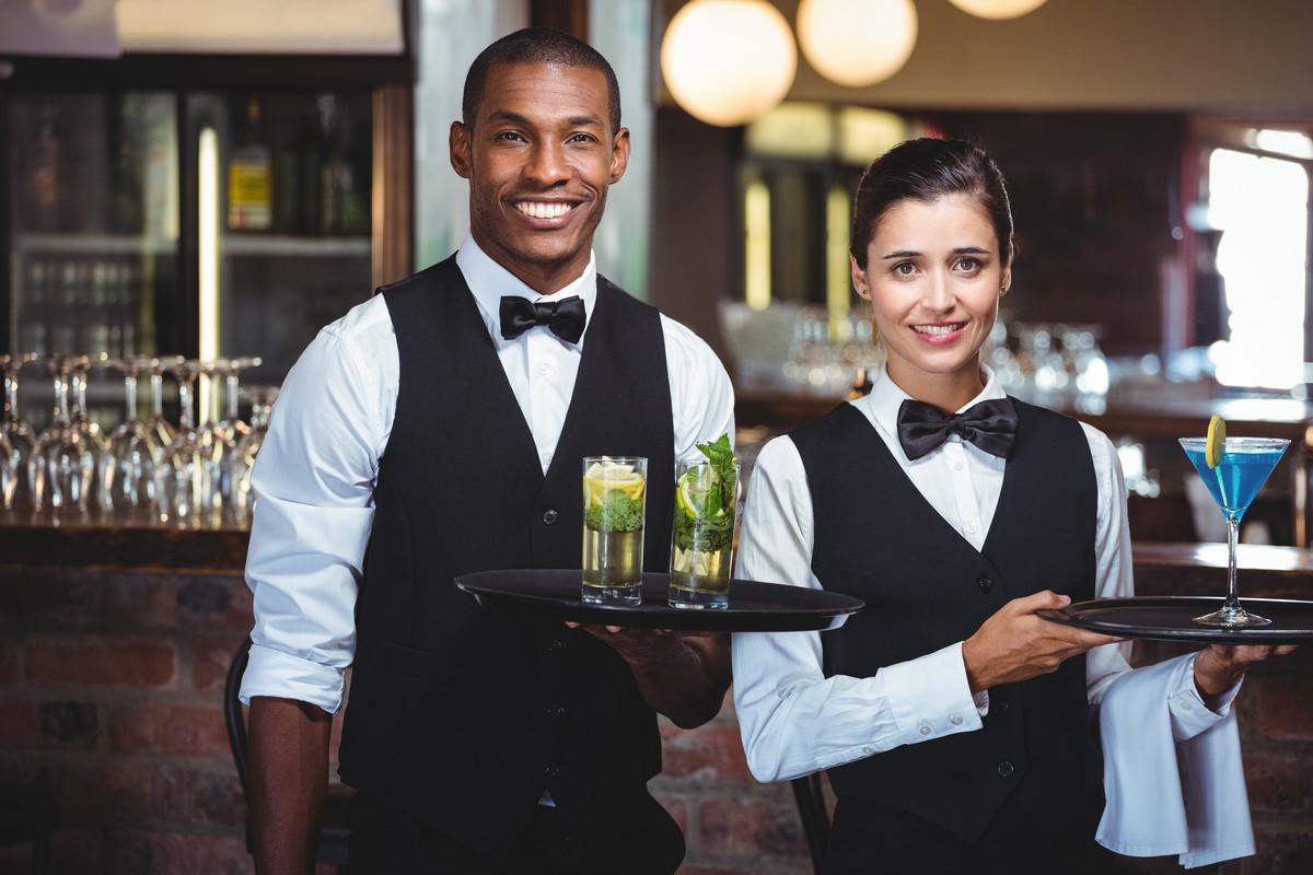 Kamizelki kelnerskie – szyk mody czyobowiązek?